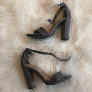 Shoes - Pretty little things gray heels